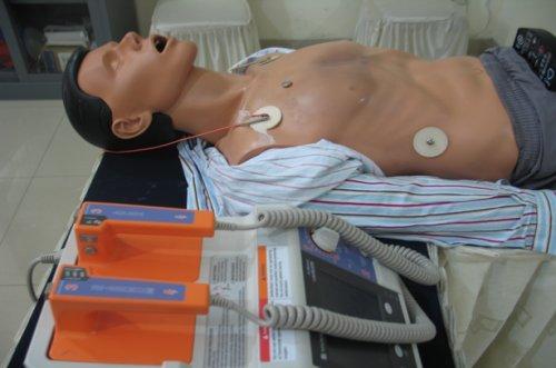 Manikin yang dipergunakan untuk latihan CPR dan Defibrilasi